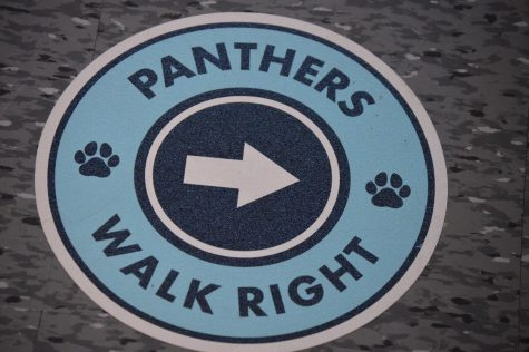 A Panther sticker on the ground to help students keep social distancing. Photo/RD Yearbook Staff