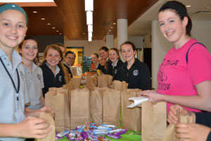 Regina's Lacrosse Team Gives Back